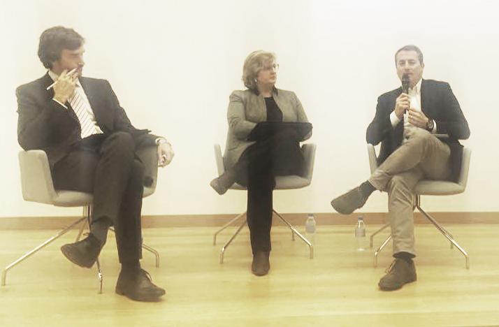 De izquierda a derecha, Carlos Sáiz, Presidente de CUMPLEN; Helena Redondo, socia de Deloitte, y Antoni Ballabriga, Presidente de DIRSE